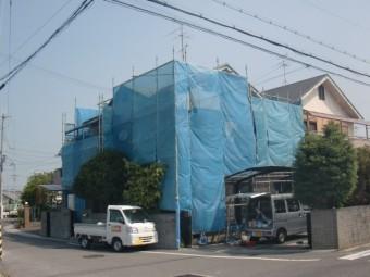 岸和田市八田町の仮設足場にメッシュシート設置