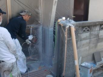 岸和田市吉井町のタイル部吹付で上塗り