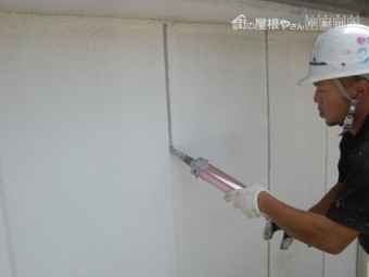 岸和田市上松町の外壁塗装でまずはクラック補修から着工