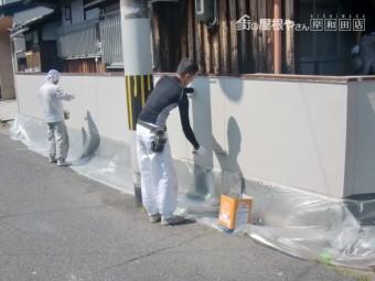 泉北郡忠岡町の塀を上塗り