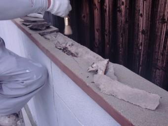 泉北郡忠岡町の塀の笠木のひび割れをカット