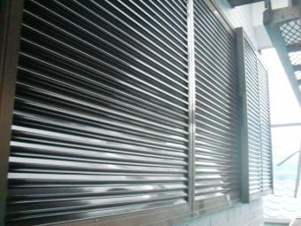 和泉市の雨戸塗装完了