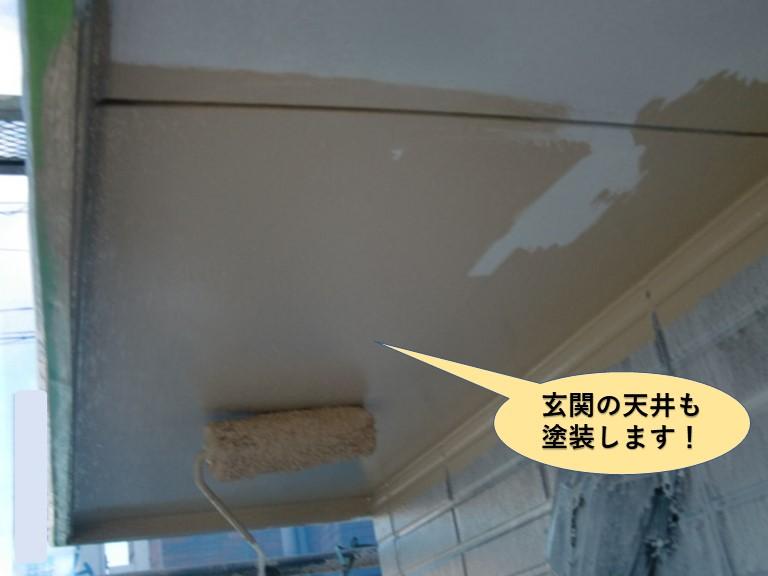 泉大津市の玄関の天井も塗装します