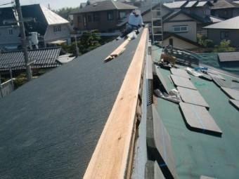 岸和田市上松町の屋根スレート瓦への葺き替え棟工事