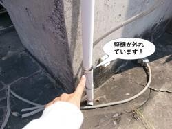 泉大津市の竪樋が外れています