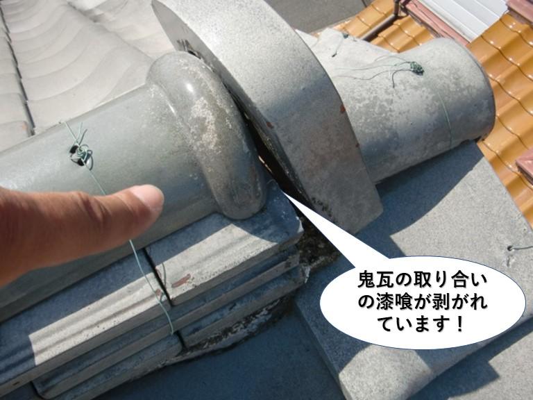 泉大津市の鬼瓦の取り合いの漆喰が剥がれています