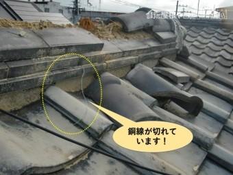 貝塚市の棟の銅線が切れています