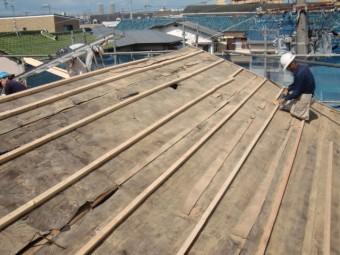 岸和田市吉井町の屋根の合板の下地設置