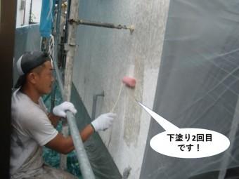 泉南市の外壁を下塗り2回目です