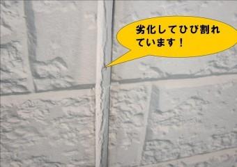 岸和田市八田町の外壁目地材の亀裂