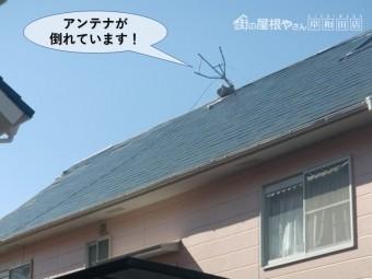 岸和田市の屋根のアンテナが倒れています