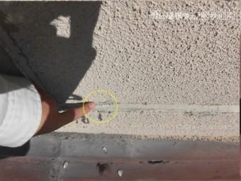 泉南郡岬町の壁際のコーキングが割れてきています