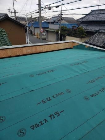 堺市のガレージの屋根にルーフィング敷き