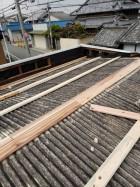 堺市のガレージの屋根に下地を設置