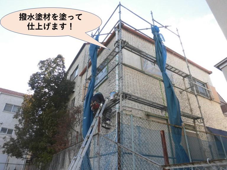 泉佐野市の外壁に撥水塗材を塗って仕上げます!