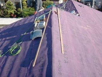 岸和田市天神山町の和瓦の葺き替えで野地板と防水シート貼り