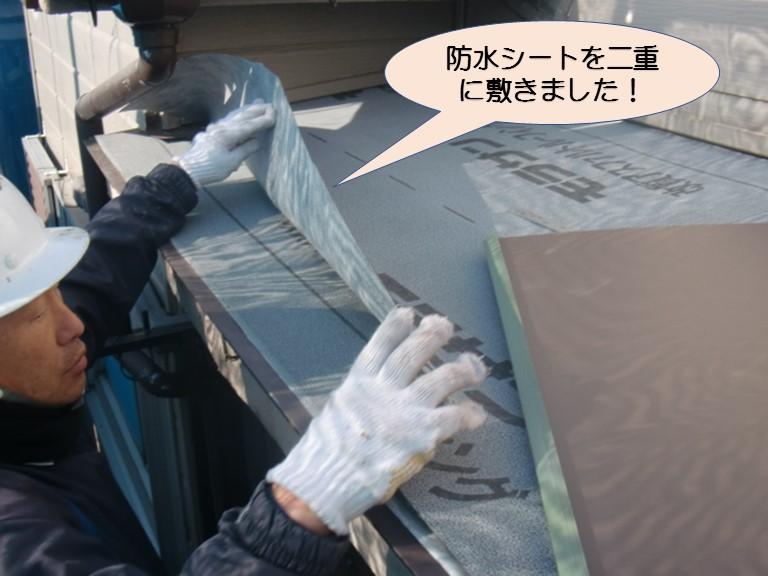 岸和田市下池田町のバルコニー屋根に防水シート設置