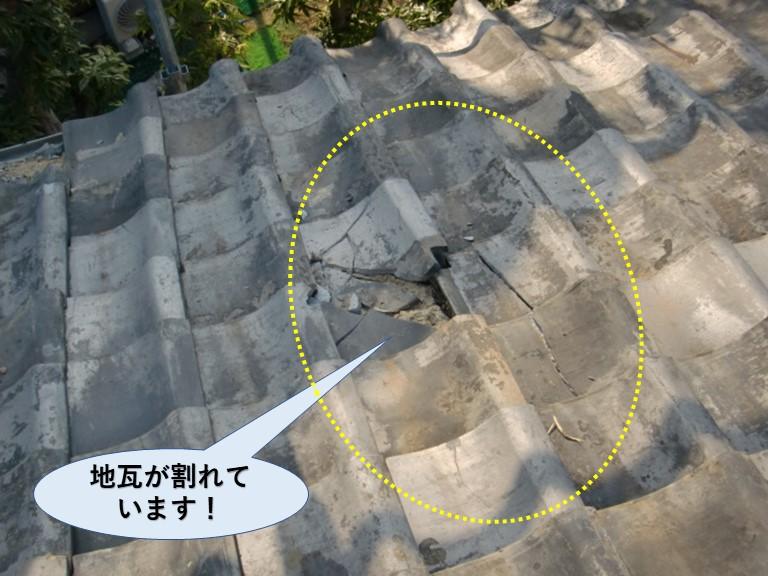 岸和田市の地瓦が割れています