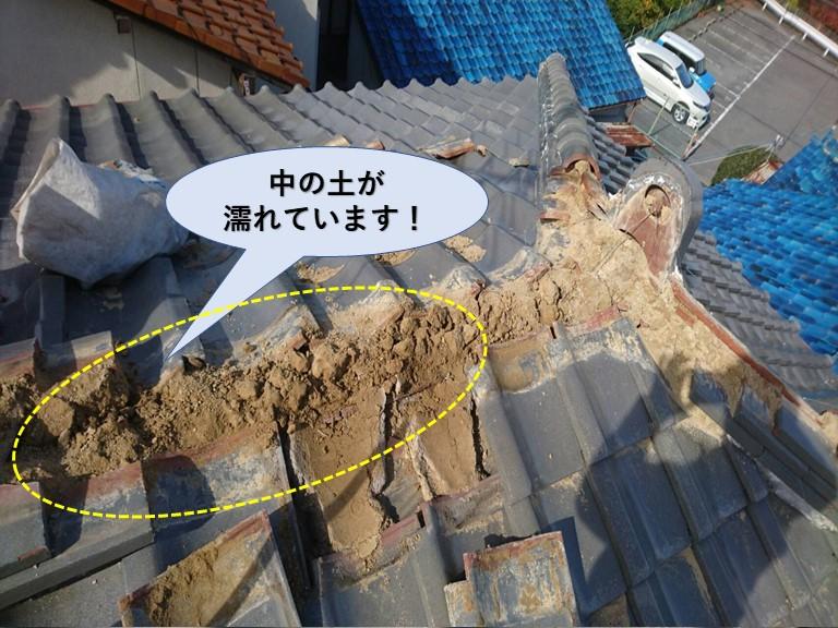 和泉市の棟の中の土が濡れています!
