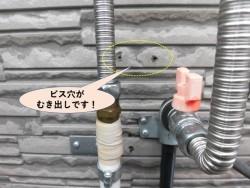 岸和田市の外壁のビス穴がむき出しです!