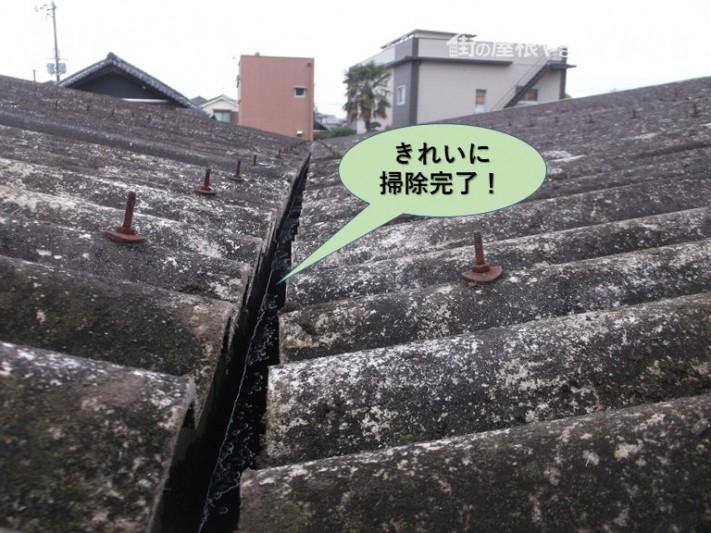 岸和田市のガレージの樋をきれいに掃除完了