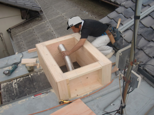 岸和田市内畑町のお風呂場の屋根かさ上げ中