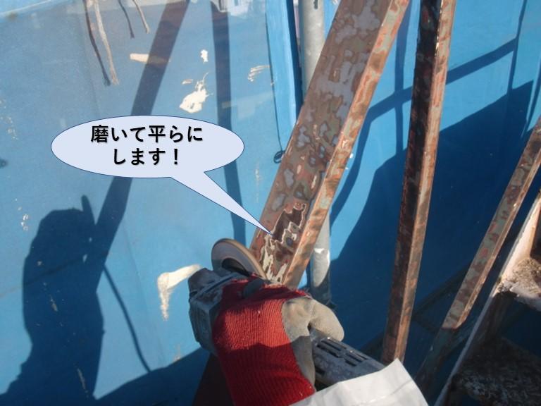 岸和田市の鉄骨階段を磨いて平らにします