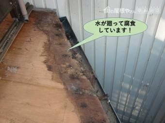 岸和田市の下屋に水が廻って腐食しています