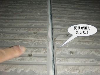 貝塚市のサイディングをビス留めし反りが直りました!
