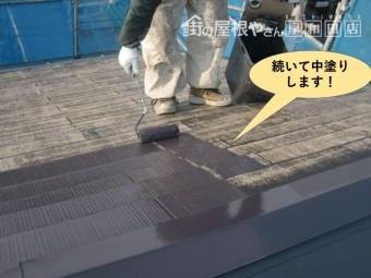 泉大津市の屋根を中塗りします!