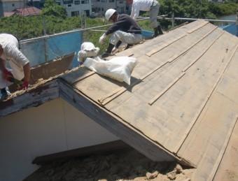 岸和田市土生町の屋根葺き土撤去後の様子