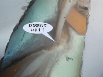 泉南市樽井の屋根の谷樋にひび割れ