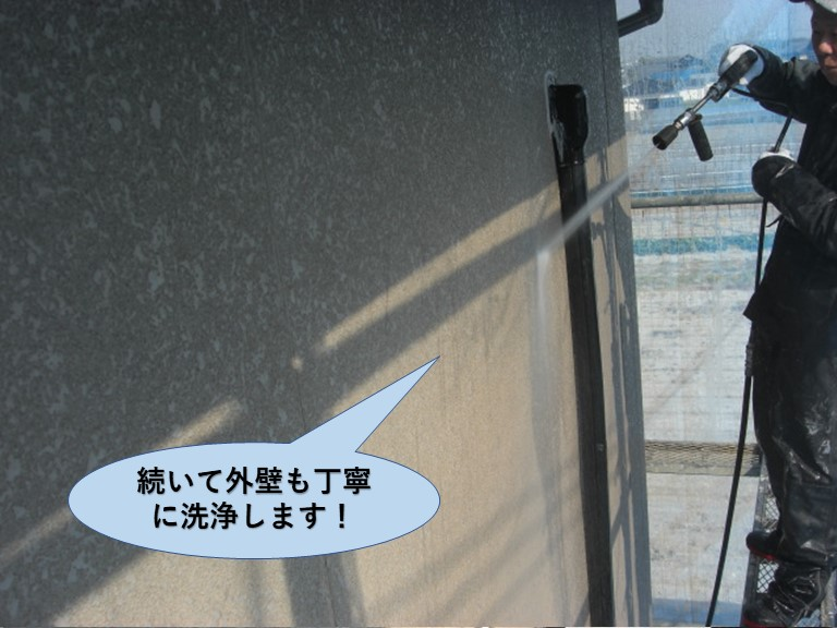 岸和田市で続いて外壁も丁寧に洗浄します!