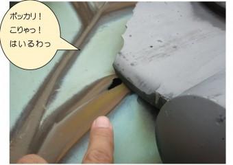 谷樋の銅板に穴アキありで、雨漏りします