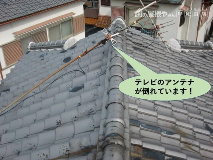 和泉市でテレビのアンテナが倒れています