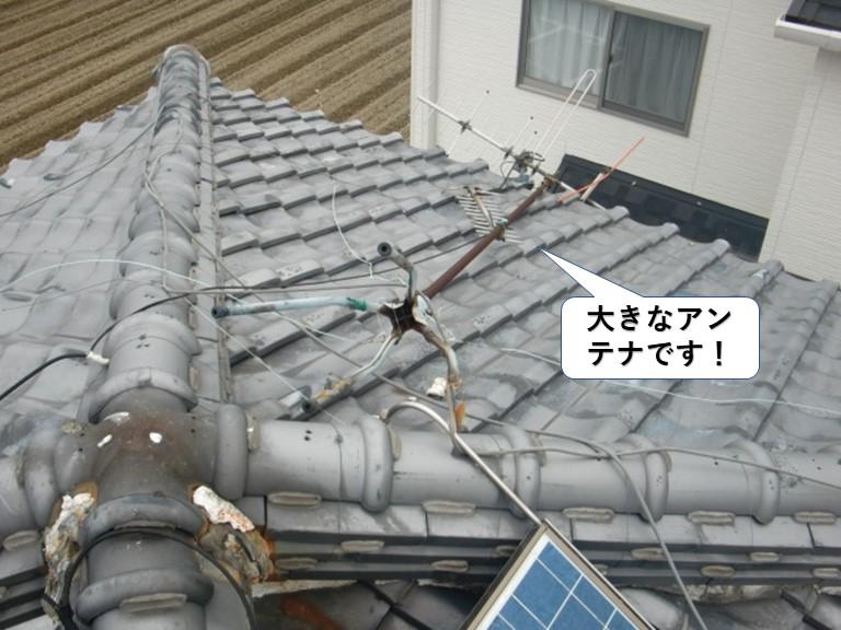 岸和田市の屋根に設置されていた大きなアンテナです