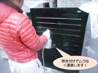 岸和田市紙屋町の門扉を吹き付けでムラなく塗装