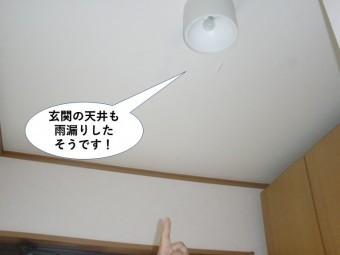 岸和田市の玄関の天井も雨漏りしたそうです