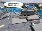 泉佐野市の屋根に屋根材や板金を荷揚げ