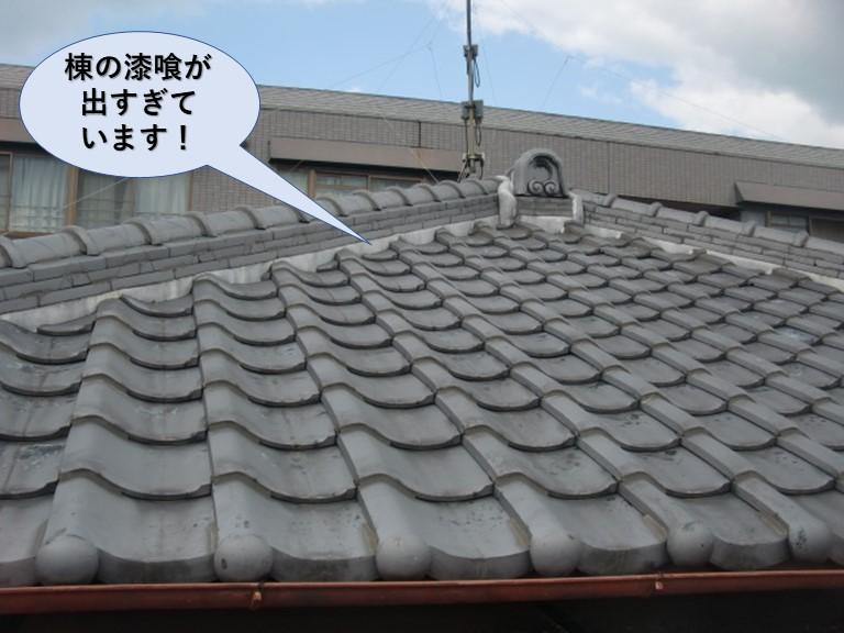 岸和田市の棟の漆喰が出すぎています