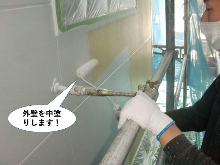 阪南市の外壁を中塗りします
