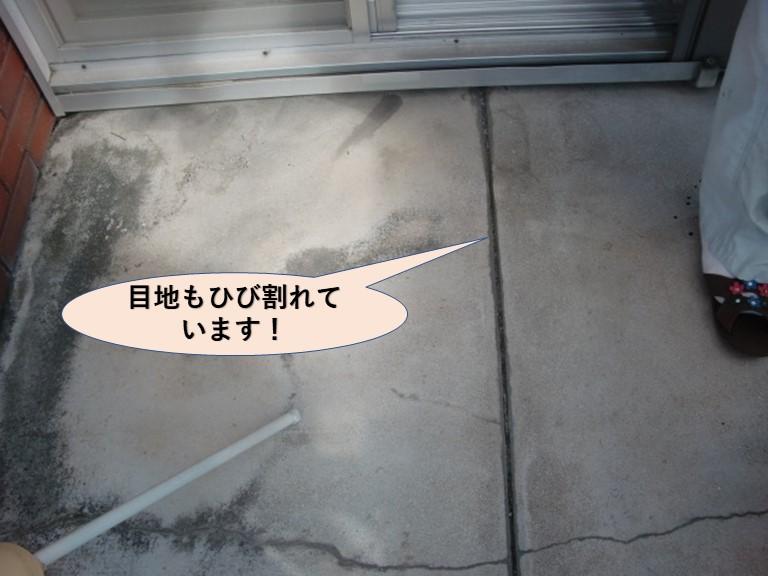岸和田市池尻町のベランダ劣化状況・目地ひび割れ
