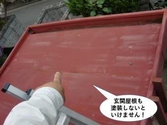 貝塚市の玄関屋根も塗装しないといけません