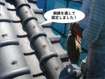 岸和田市で銅線を通して紐丸瓦を固定