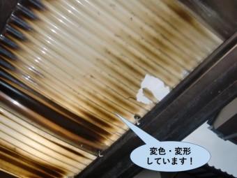 和泉市の波板が変色・変形しています
