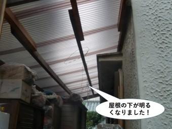 貝塚市のテラスの屋根の下が明るくなりました