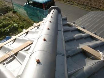 岸和田市東大路町の和瓦の屋根葺き替えで棟瓦の漆喰塗り