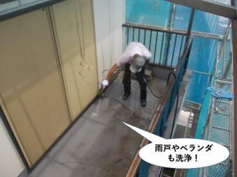 岸和田市の雨戸やベランダも洗浄