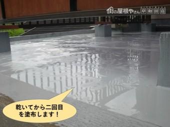 岸和田市のベランダのウレタン樹脂が乾いてから二回目を塗布します