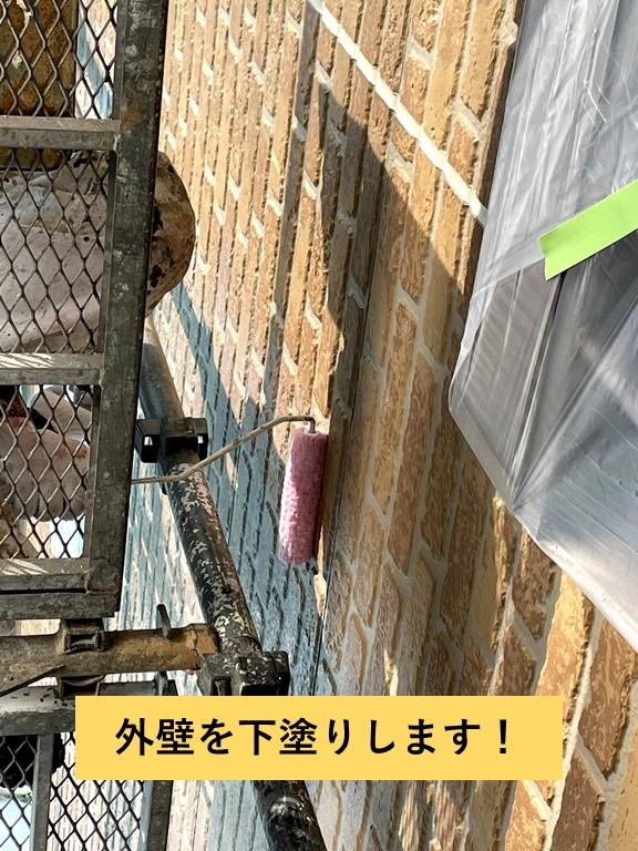 熊取町の外壁を下塗りします